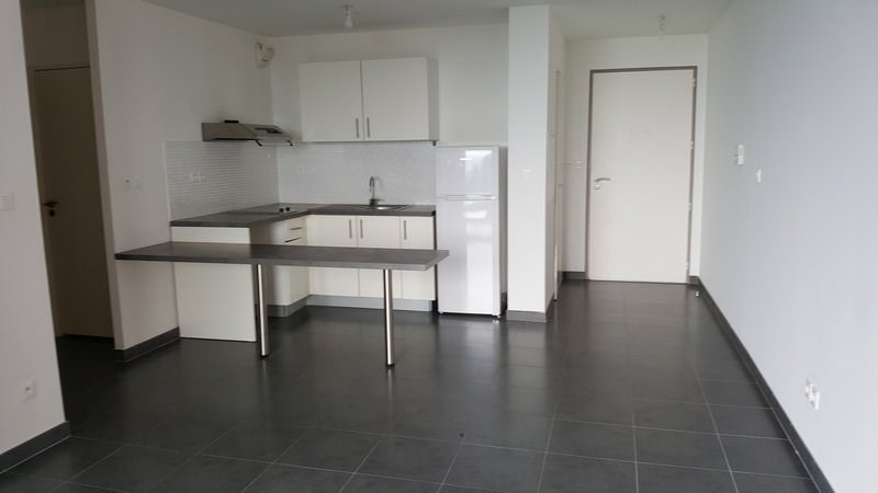 Location appartement St denis 604€ CC - Photo 2
