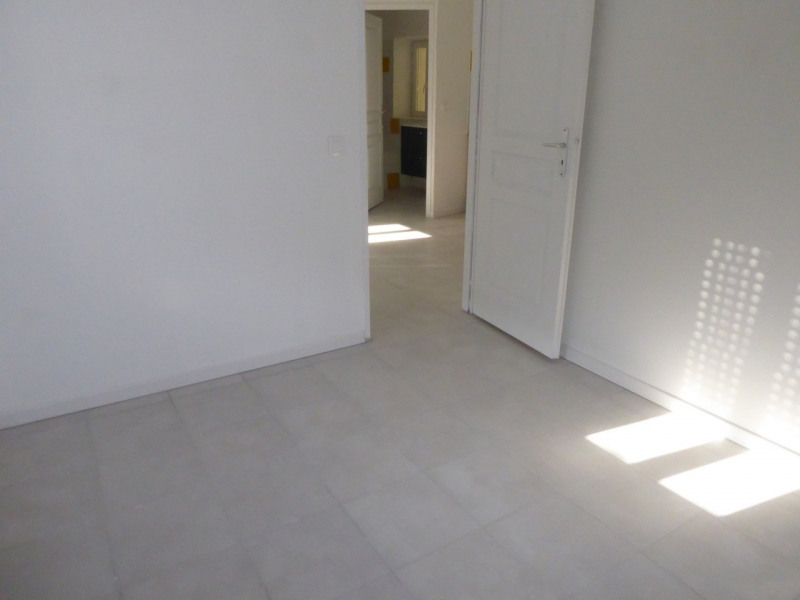 Location appartement Saint-étienne-de-fontbellon 490€ CC - Photo 13