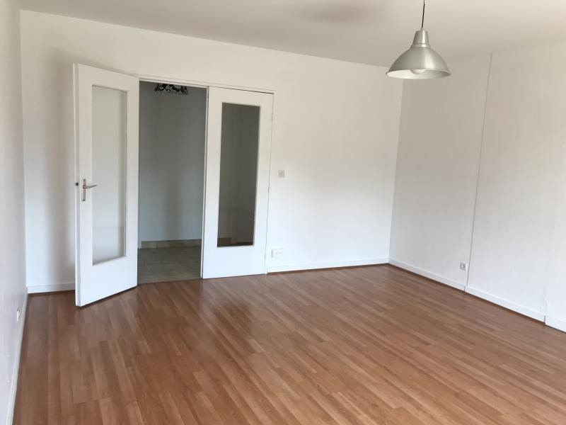 Locação apartamento Tassin 955€ CC - Fotografia 3