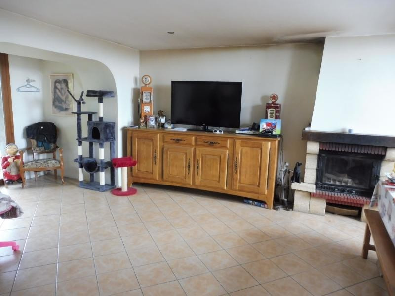 Sale house / villa Le may sur evre 137900€ - Picture 2