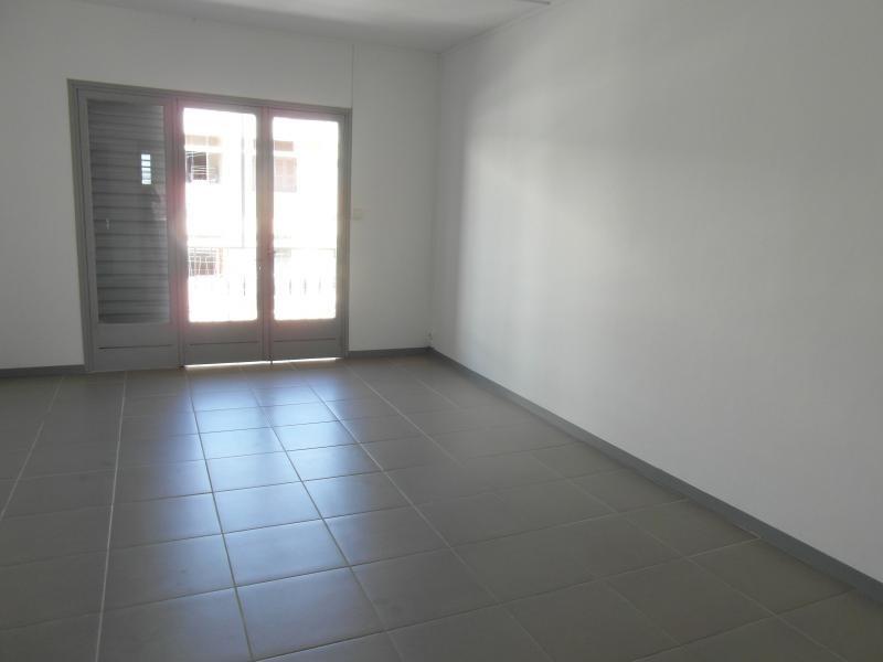 Rental apartment St denis 830€ CC - Picture 5