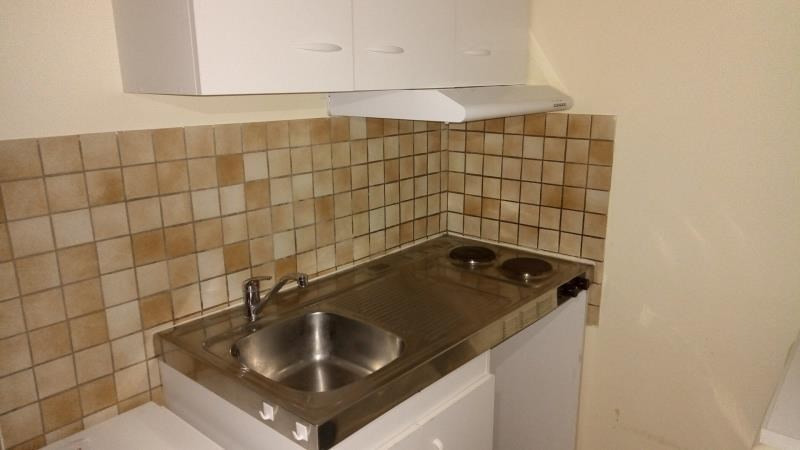 Rental apartment Troyes 290€ CC - Picture 3