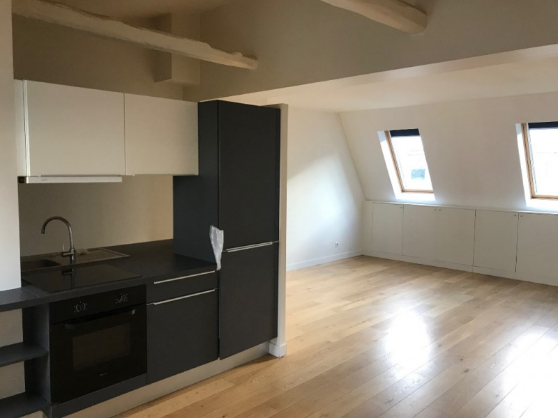 Location appartement Paris 8ème 1 580€ CC - Photo 2