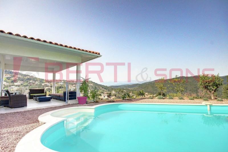 Superbe villa neuve contemporaine dans domaine securise
