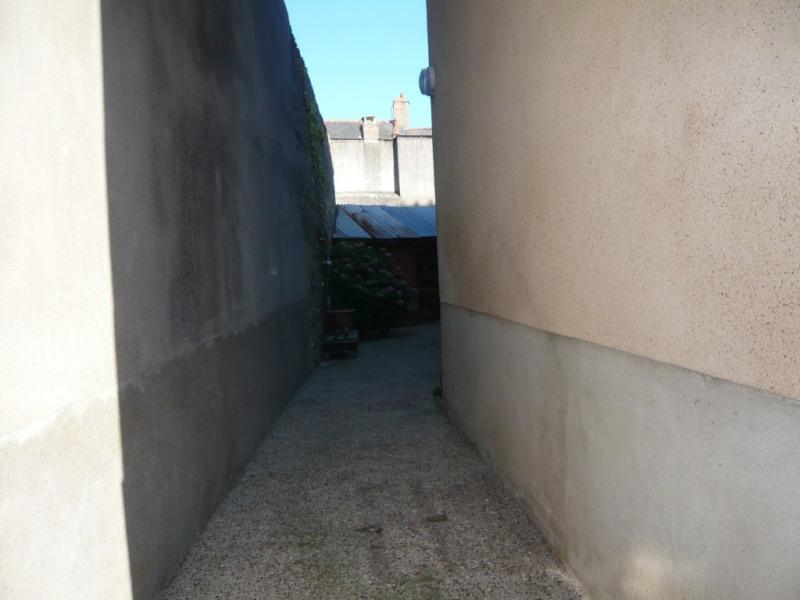Sale house / villa Meslay du maine 79500€ - Picture 4