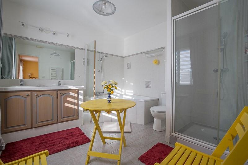 Deluxe sale house / villa Le puy ste reparade 828000€ - Picture 14
