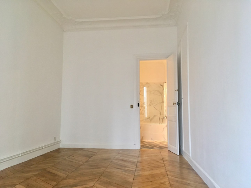 Location appartement Paris 8ème 4 092€ CC - Photo 8