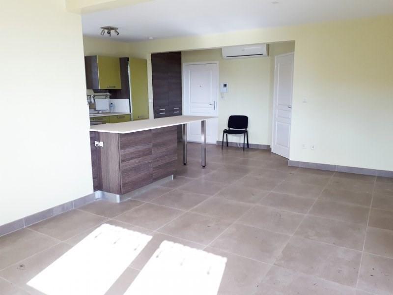 Sale apartment Le marin 264290€ - Picture 3