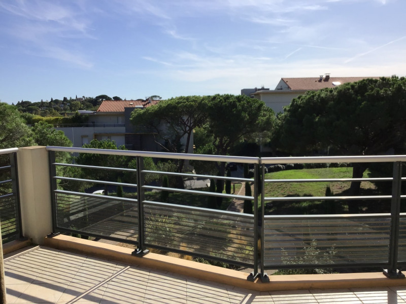 Rental apartment Fréjus 1 110€ CC - Picture 2