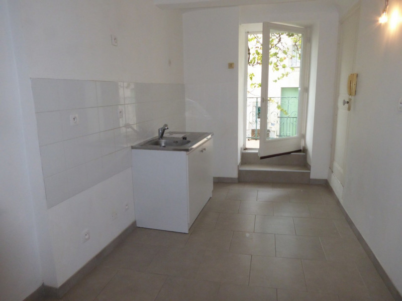 Location maison / villa Villeneuve-de-berg 420€ CC - Photo 2