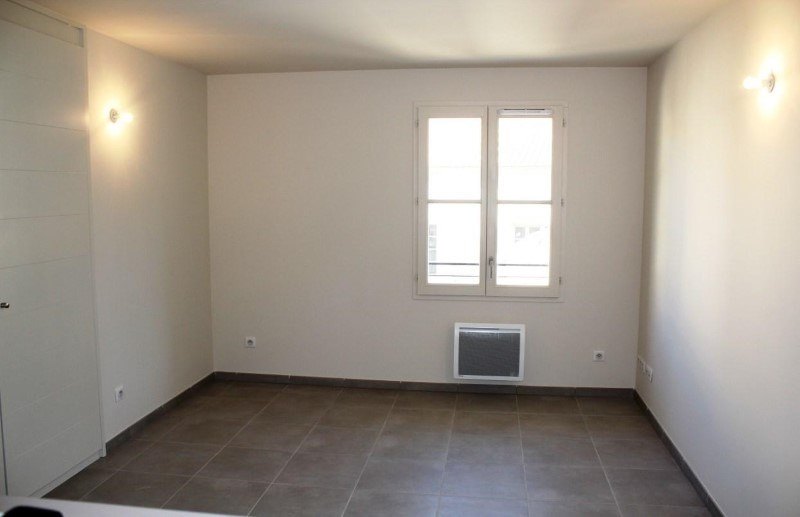 Location appartement Villeneuve-les-avignon 688€ CC - Photo 2
