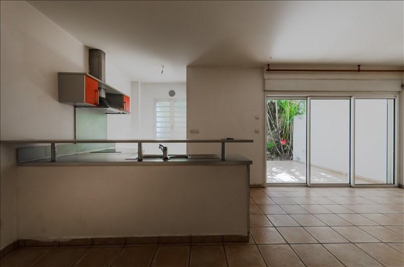 Rental apartment St pierre 735€ CC - Picture 2