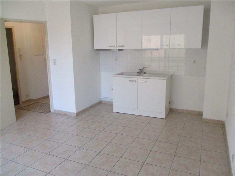 Verhuren  appartement Eyguieres 589€ CC - Foto 1