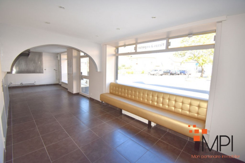 Rental building L hermitage 650€ HC - Picture 1