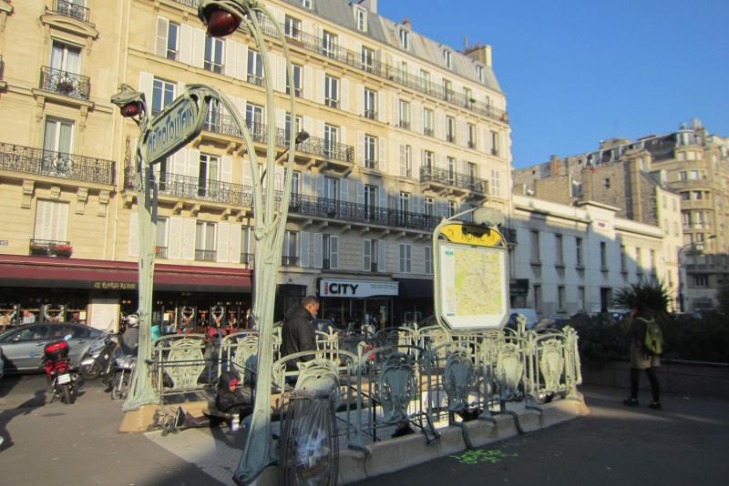 Rental apartment Paris 17ème 1448€ CC - Picture 1