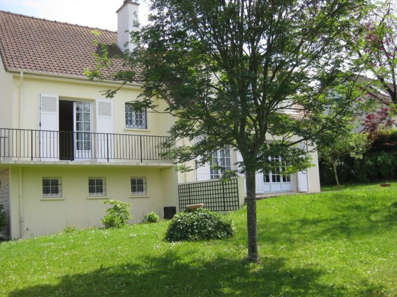 Sale house / villa Chambourcy 740000€ - Picture 1