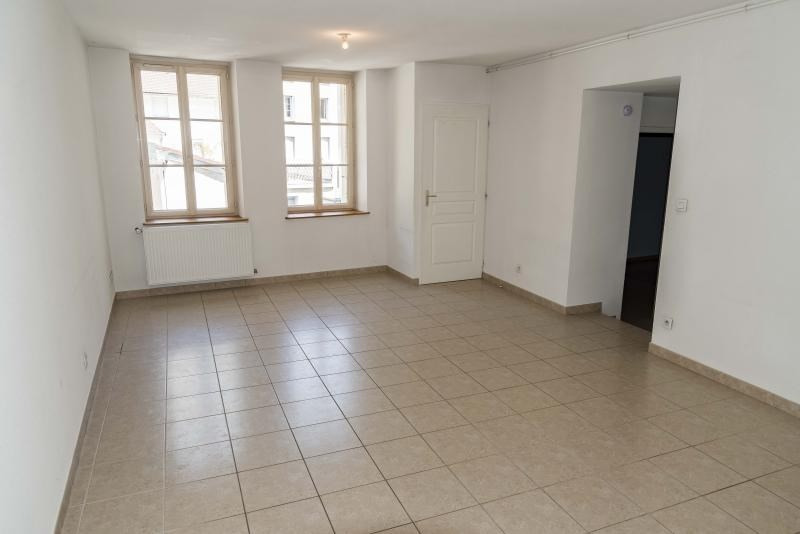 Location appartement Nantua 458€ CC - Photo 2