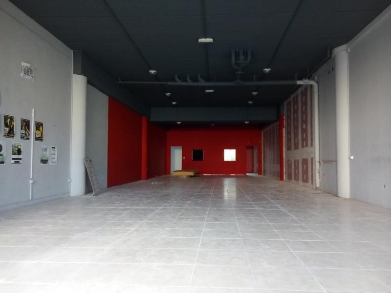 Location local commercial St pierre 3 349€ HT/HC - Photo 4