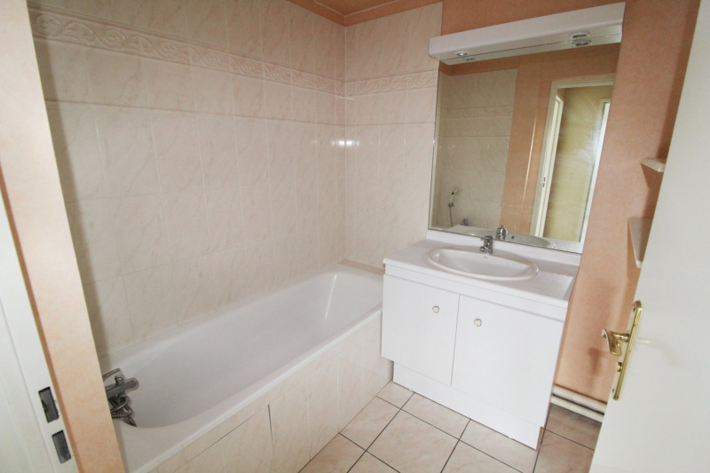 Rental apartment Corbeil essonnes 725€ CC - Picture 6