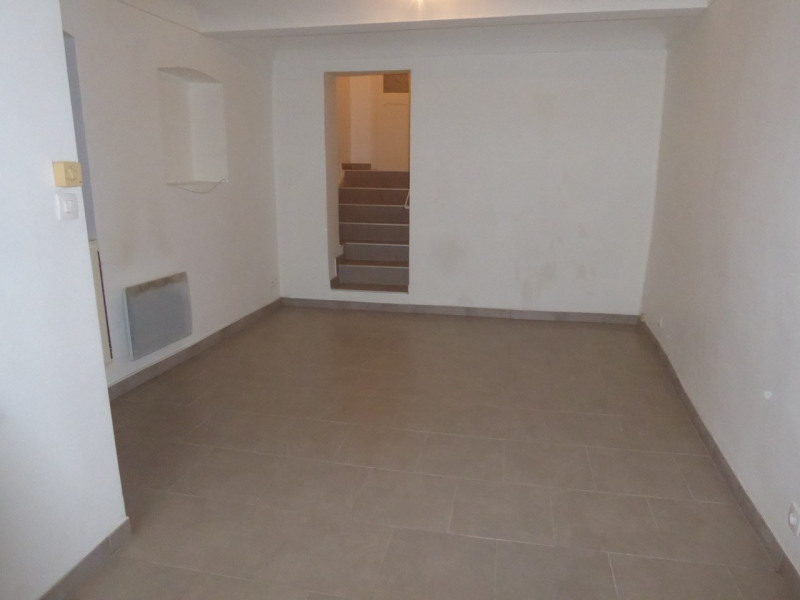 Location maison / villa Villeneuve-de-berg 420€ CC - Photo 3