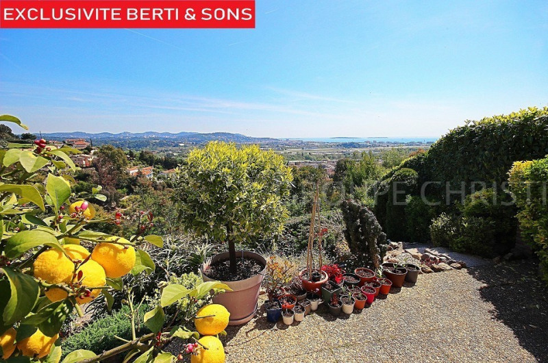 MANDELIEU SUPERB SEA VIEW FOR THIS PROVENCAL STYLE VILLA WITH 4 BEDROOMS