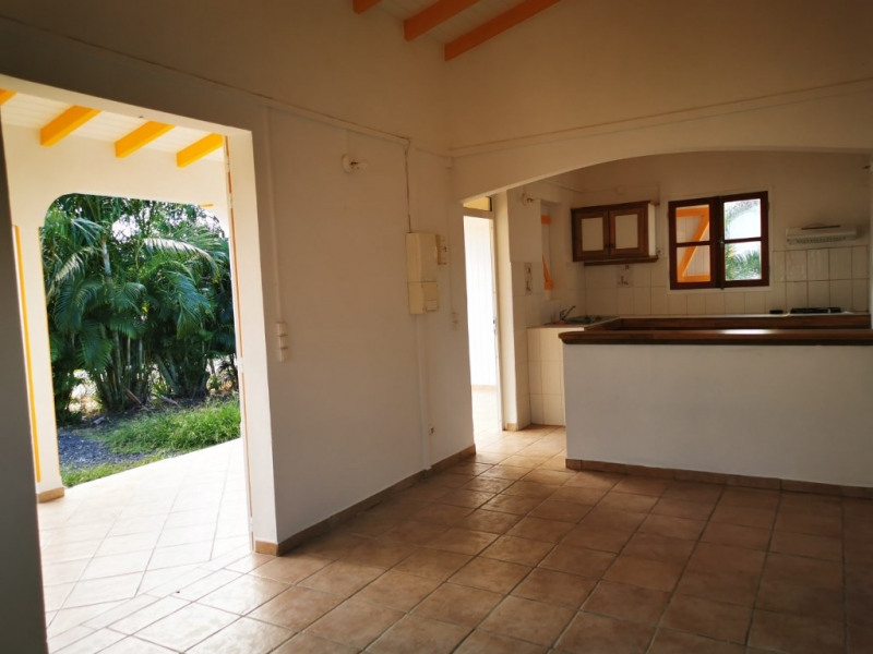 Location maison / villa Saint francois 750€ CC - Photo 4