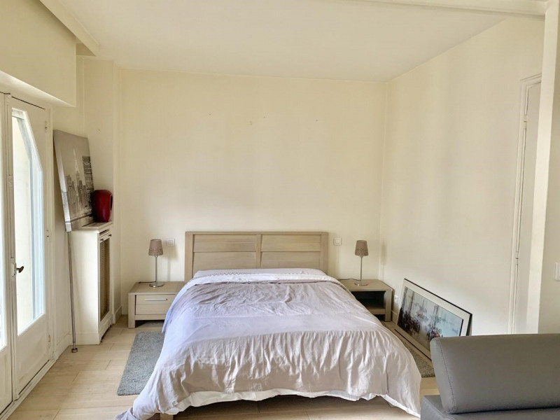 Location appartement Paris 17ème 1 530€ CC - Photo 3