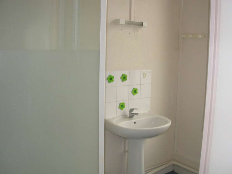 Rental apartment Saint quentin 330€ CC - Picture 2