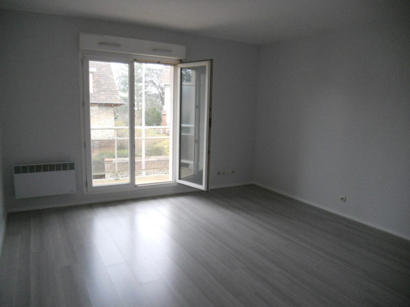 Rental apartment Villemomble 745€ CC - Picture 1