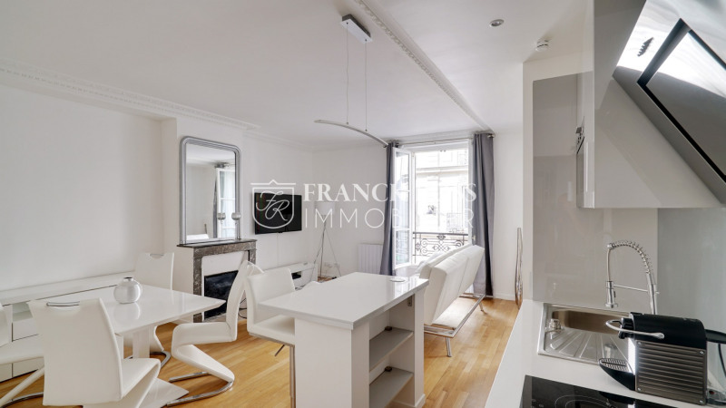 Rental apartment Paris 7ème 2 500€ CC - Picture 1