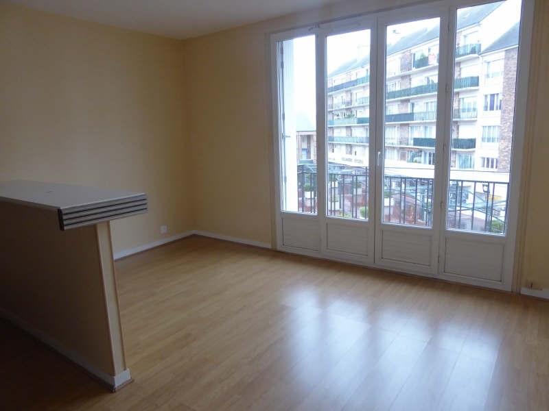 Rental apartment Maurepas 583€ CC - Picture 1