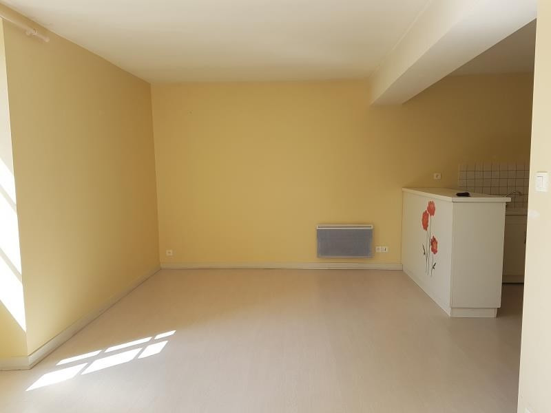Location appartement Menigoute 375€ CC - Photo 3
