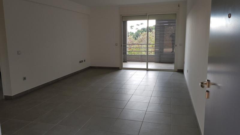Location appartement St denis camelias 675€ CC - Photo 2