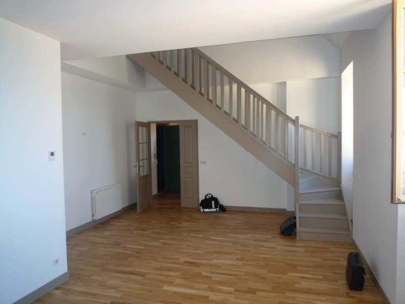 Location appartement Ste foy les lyon 937€ CC - Photo 2