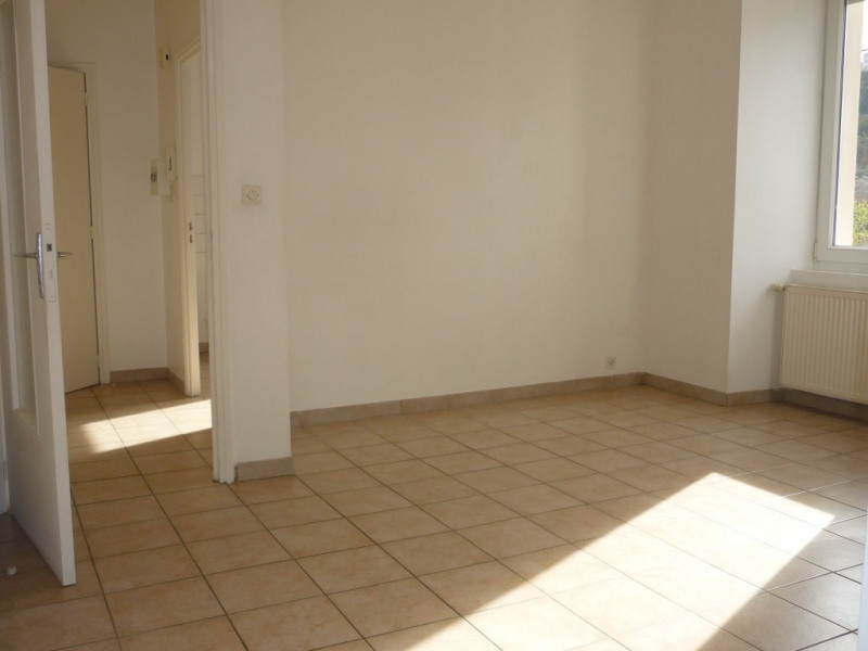 Location appartement Aubenas 389€ CC - Photo 1