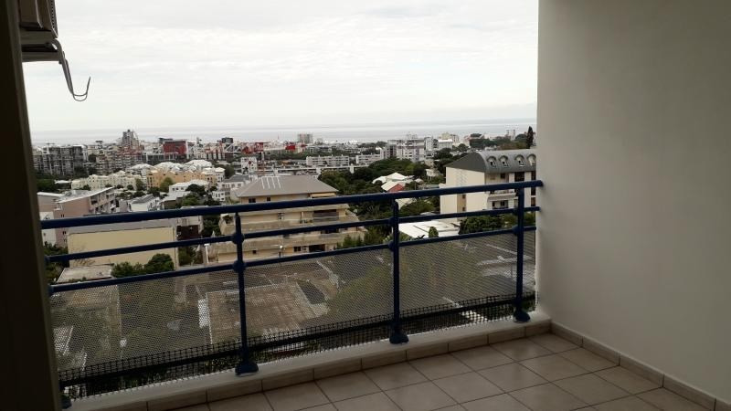 Rental apartment St denis camelias 1 050€ CC - Picture 3