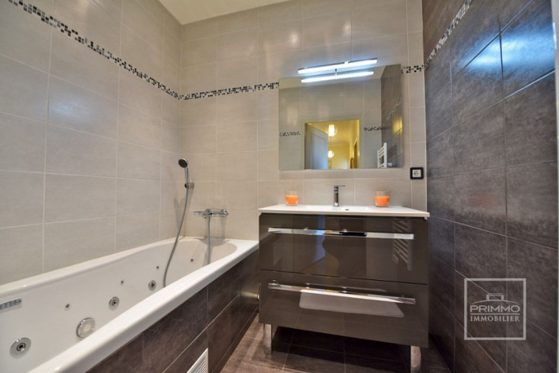 Deluxe sale apartment Charbonnieres les bains 925000€ - Picture 11