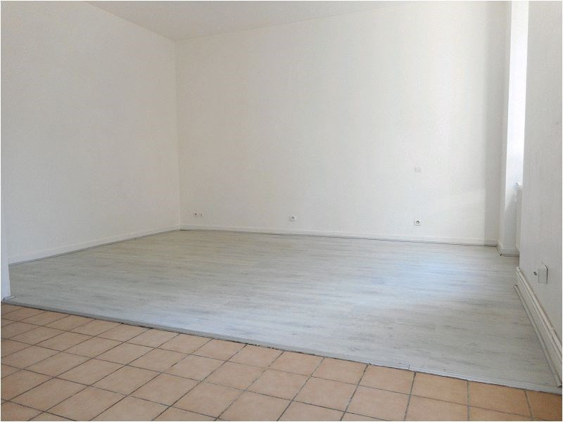 Rental apartment Athis mons 523€ CC - Picture 1