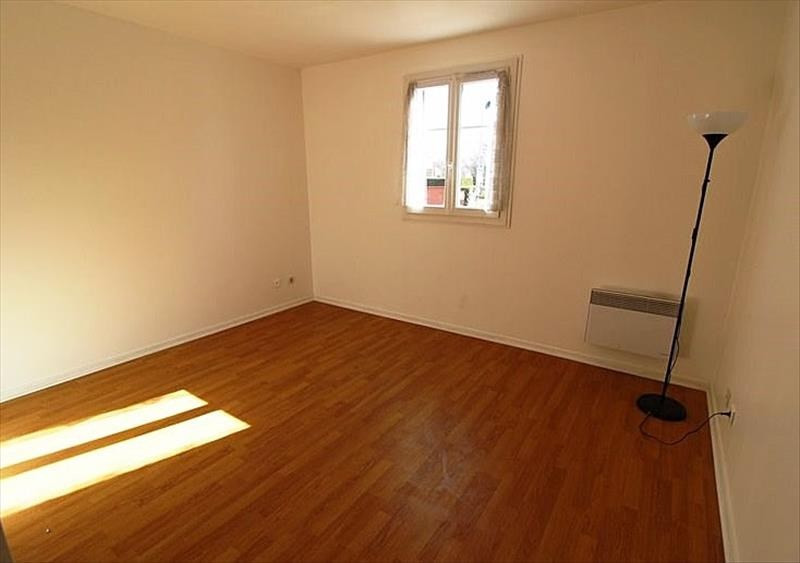 Location appartement Montigny le bretonneux 943€ CC - Photo 3