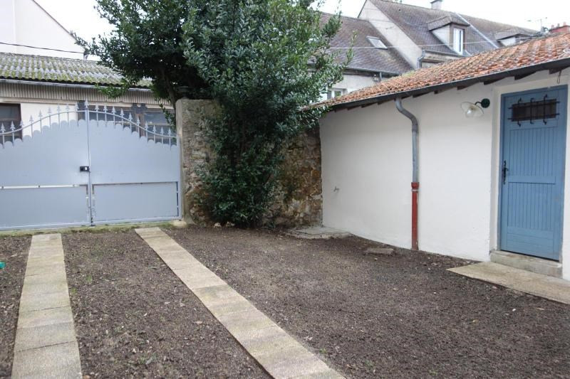 Location maison / villa Chessy 1 100€ CC - Photo 2