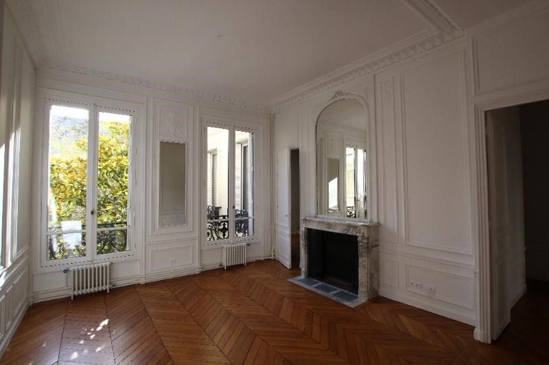 Location appartement Paris 7ème 4 570€ CC - Photo 2