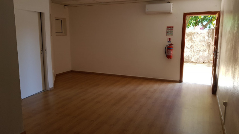 Location local commercial St denis 800€ CC - Photo 3