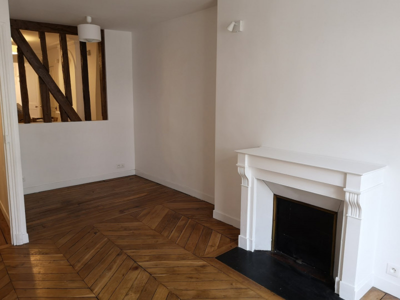 Location appartement Paris 4ème 1 900€ CC - Photo 3