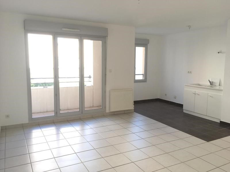 Location appartement Villefranche sur saone 541,83€ CC - Photo 1