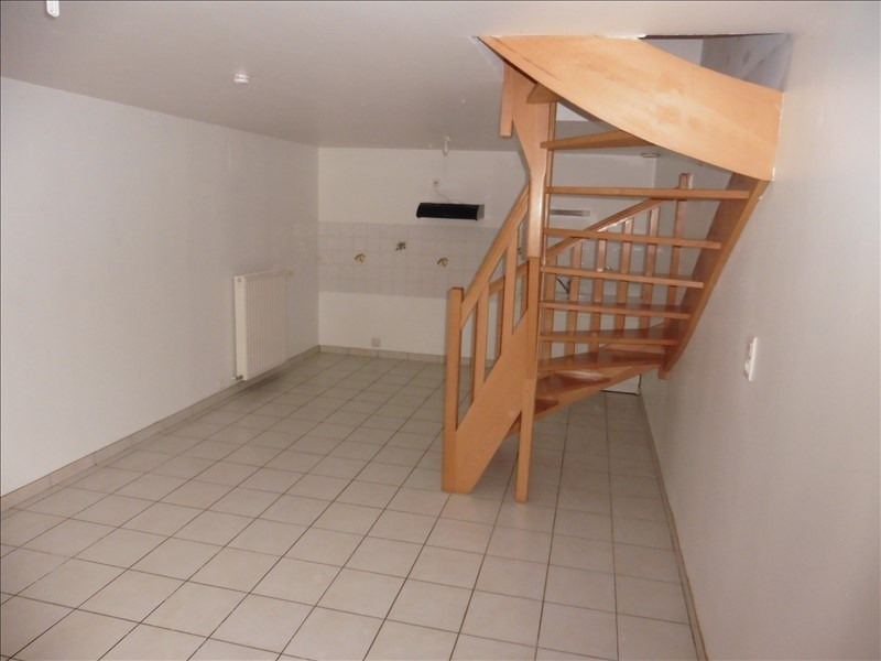 Location appartement Menigoute 405€ CC - Photo 1