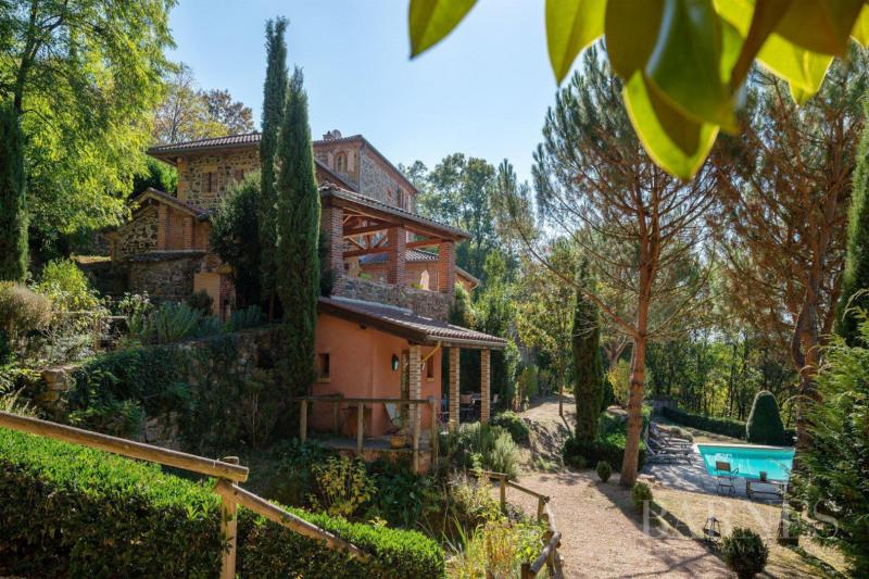 Deluxe sale house / villa Saint-vérand 790000€ - Picture 1