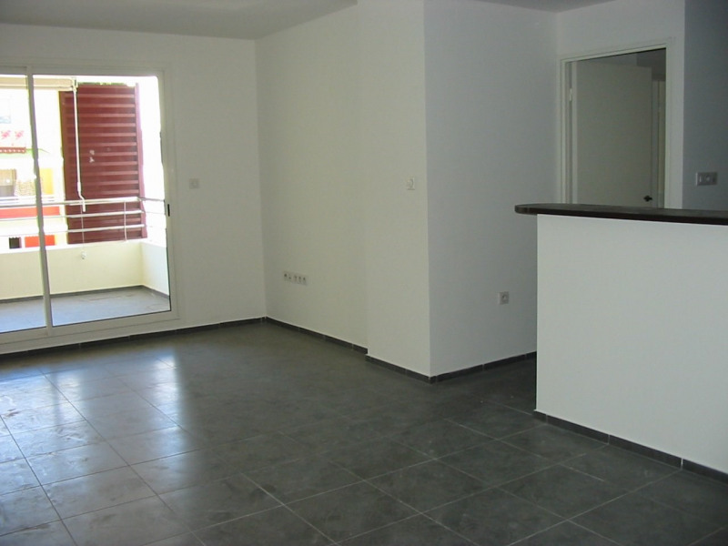 Location appartement Ste clotilde 748€ CC - Photo 2