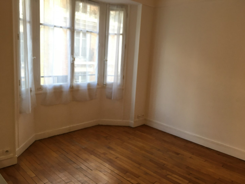 Rental apartment Paris 15ème 960€ CC - Picture 2