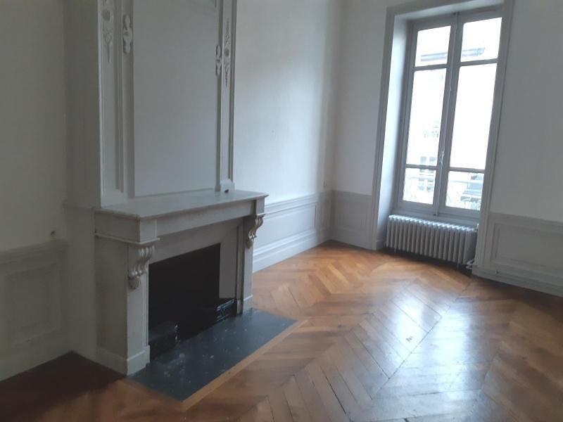 Location appartement Villefranche sur saone 847,42€ CC - Photo 3