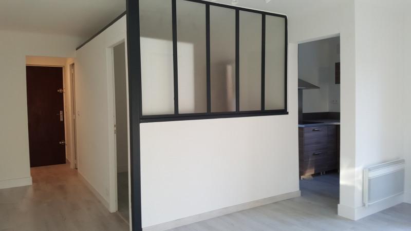 Rental apartment Aix-en-provence 700€ CC - Picture 1